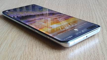 Le bel écran OLED du Huawei P40 Pro.