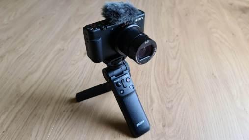 Le Sony Vlog ZV-1 et sa poignée Bluetooth GP-VPT2BT.