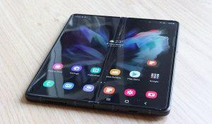 Read more about the article High-tech: prise en mains du pliable Samsung Galaxy Z Fold3 et de son stylet!