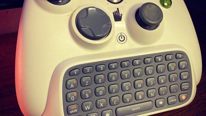 Quand tu es bien équipé pour jouer sur #Xbox360 #manette #Xbox #360 #chatpad #whitecontroller #controller #white #blanc …