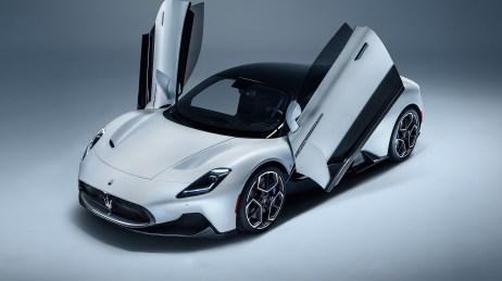 2021-Maserati-MC20-007-1080