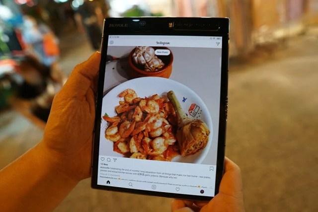Samsung Galaxy Z Fold 2 vs Royole FlexPai 2 - Royole FlexPai 2'de Instagram