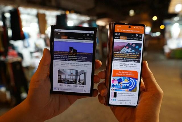 Samsung Galaxy Z Fold 2 vs Royole FlexPai 2 - Tek Elle kullanım