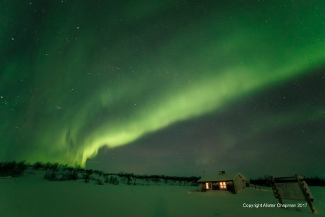 over-cabins-night-small-1024x684 2017 Northern Lights Tours Photo's.