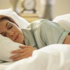 Por tu Salud: Dormir bien ayuda a quemar grasas.