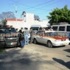 Se movilizan taxistas para demandar devolución de unidades