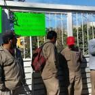 Sindicalizados toman SAPAHUA por falta de pago de aguinaldo