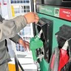 Gasolina Magna alcanza los 18 pesos