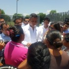 Madres de familia de Chilixtlahuaca exigen a gobernador terminación de techado