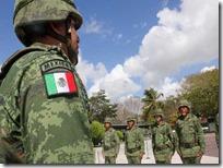 Militares portan con orgullo nuevo escudo en sus uniformes