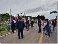 BLoqueo por habitantes de San Juan Teposcolula (2)