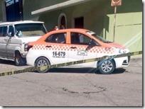 Muere hombre a bordo de taxi