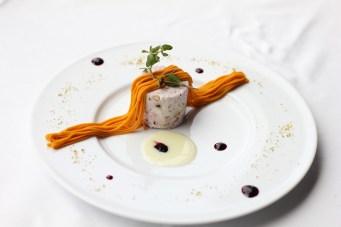 カラメルナッツと北海道クリームチーズのアイスケーキ Xex東京シェフパティシエから Semifreddo di torrone えびす南瓜のクリーム