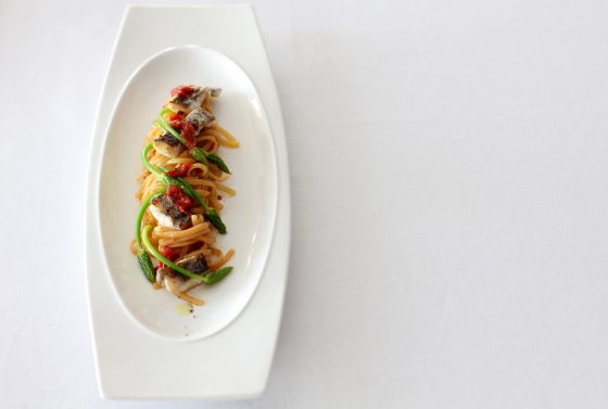 太刀魚とアスパラガスの自家製生リングイネ