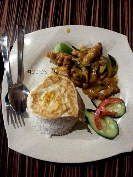 咸蛋虾咕饭 (RM8.50) 虾咕 (我的最爱) + 咸蛋 (他们的招牌) , 这样的组合, 还没上桌就已经赢走我的心了~ 不过, 他们的咸蛋果然不是盖的~ 香味十足, 又不会太油腻~ 赞!!!