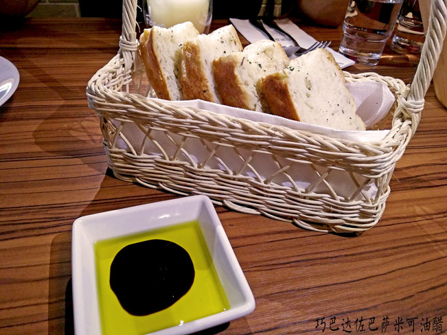 套餐面包 - 巧巴达佐巴萨米可油醋 Ciabatta Bread with Balsamic vinegar