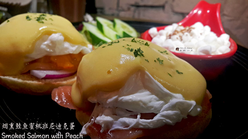 班尼迪克蛋 - 烟熏鲑鱼蜜桃 Eggs Benedict Smoked Salmon with Peach