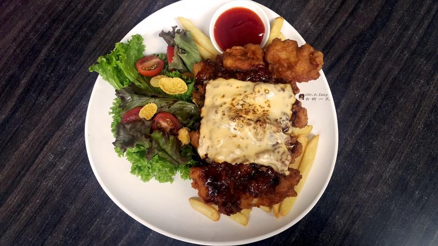 芝士脆炸鸡扒 Cheesy Crispy Chicken Chop with Fries & Condiments
