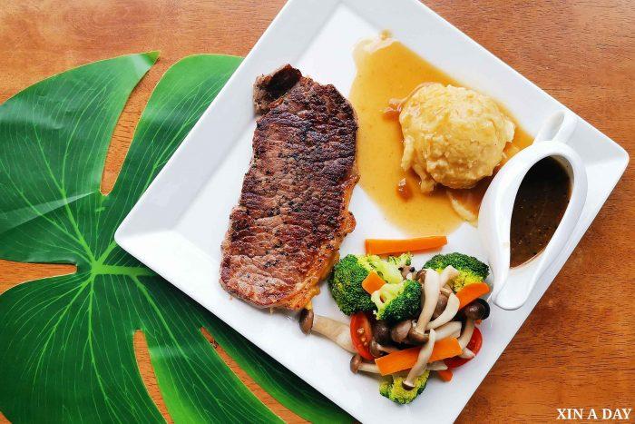 Striploin Steak (with black pepper sauce)