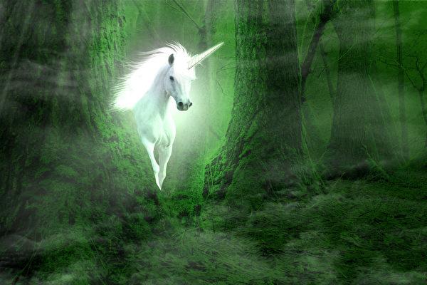 The_Silmarillion.jpg