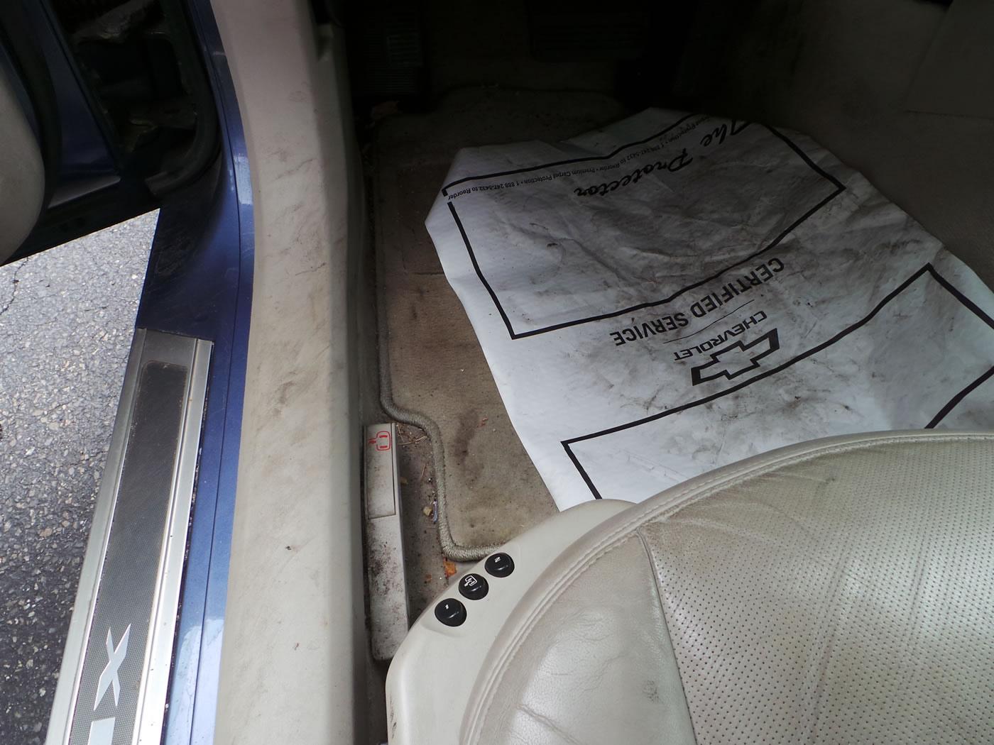 Cadillac XLR Emergency Door Release Lever