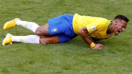 Neymar Brasil ruller skadet filming