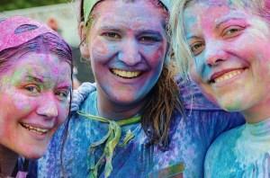3 בנות צבועות בצבעי פנים