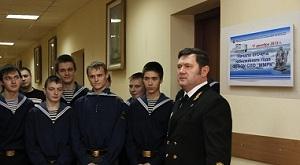 Директор колледжа Валентин Жук с курсантами