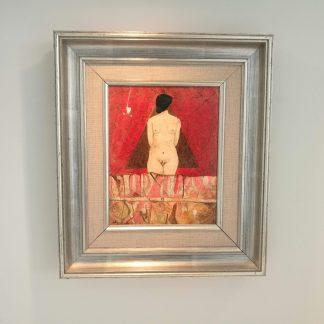 Surrealistisk maleri med gådefuld kvindeskikkelse