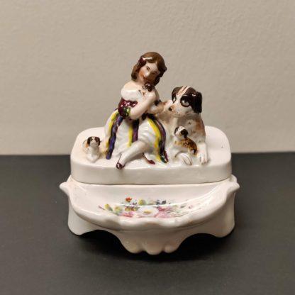 Skrivesæt i porcelæn med pige og hunde