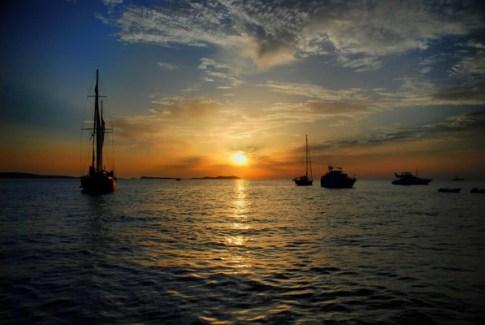 Puesta de sol con ñ de España ibiza 4