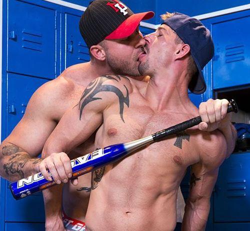 Hot House:乳首感じるバリタチAustin Wolf が髭イケメンの Sean Maygersのケツマン掘りながら乳首いじる変態セックス