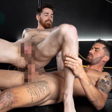 ゲイ動画 Chris Damnedは長い肉棒で、Nick Milani アナルの奥までゆっくり深くぶち込む、迫力のアナルセックス