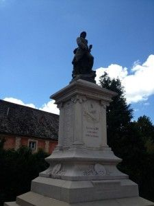 Monumento-Caidos-Etapa8-Camino-Español