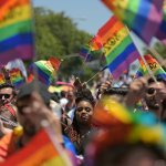 Arrestan a un hombre en Florida tras atropellar a dos asistentes a la marcha del orgullo LGBTQ