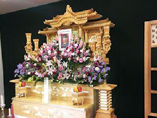 横浜市旭斎場¥白木祭壇・花飾りのイメージ