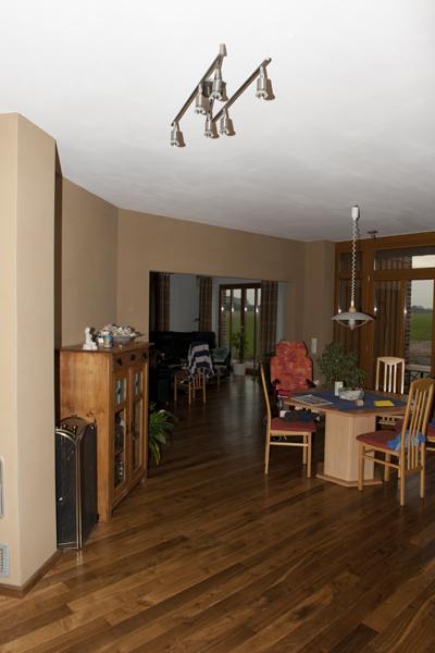 Wohn- und Essbereich, Lehmgrundputz durchgefilzt , Wandheizung