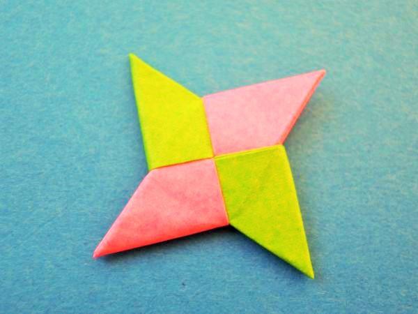 折り紙の手裏剣の折り方|2枚で簡単な作り方を画像と動画で紹介