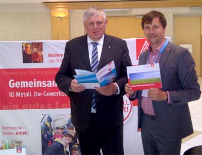 Im Gespräch mit Karl-Josef Laumann (links im Bild), Fraktionsvorsitzender der CDU Fraktion im Landtag NRW, über Nachhaltigkeit und soziale Standards in den Erneuerbaren Energien.