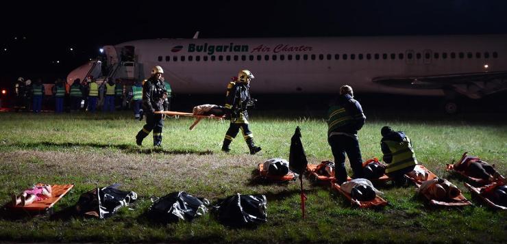 Среднощно учение за спасяване от аварии на летище Варна