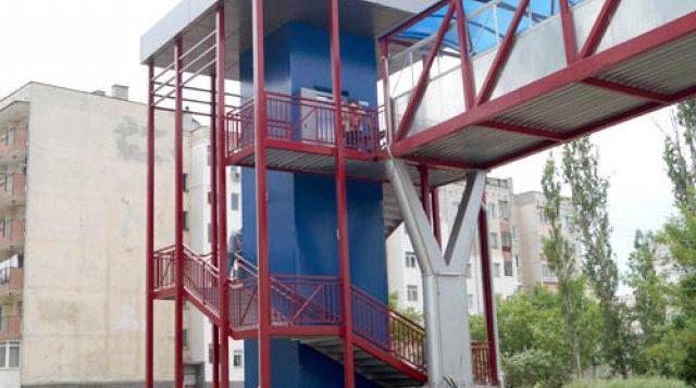 15-годишни момчета повредиха асансьор на пасарелка в Димитровград