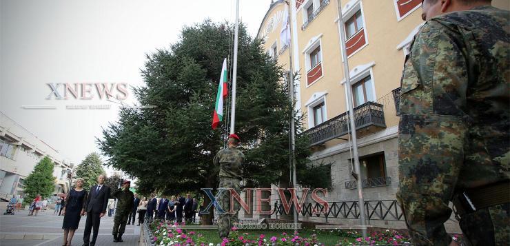 Литургия и издигане на знамето дадоха начало на празника (ВИДЕО)