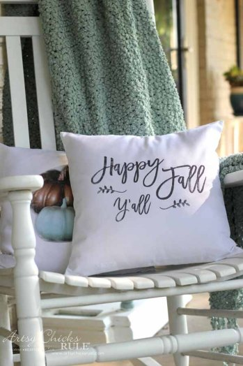 DIY fall pillows and free printables. DIY fall home decorations to make.
