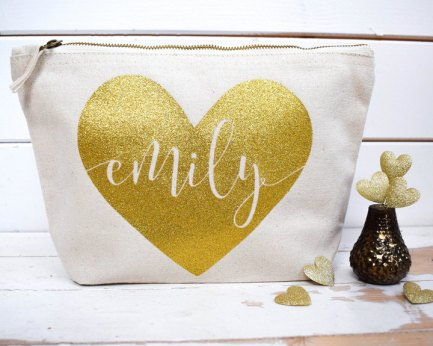 Personalized and custom makeup tote bag. I love this guide! OMG! its so perfect for this holiday shopping season! I think most girls would love something from this post! The gift guide for her is perfect since everything is under $50. It certainly is going to make online shopping so much easier! Saving it for later!
