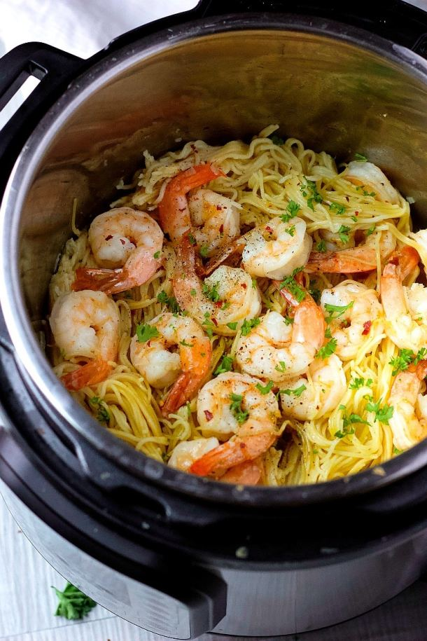 Instant Pot Shrimp Scampi | Learn how to make easy pasta recipes you know and love in a one-pot wonder machine like the instant pot. These instant pot pasta recipes may seem too good to be true. With a little cleanup, you can have delicious soul-satisfying instant pot comfort food meals you can't wait to make. #xokatierosario #instantpotrecipes #instantpotpastarecipes #quickpastarecipes