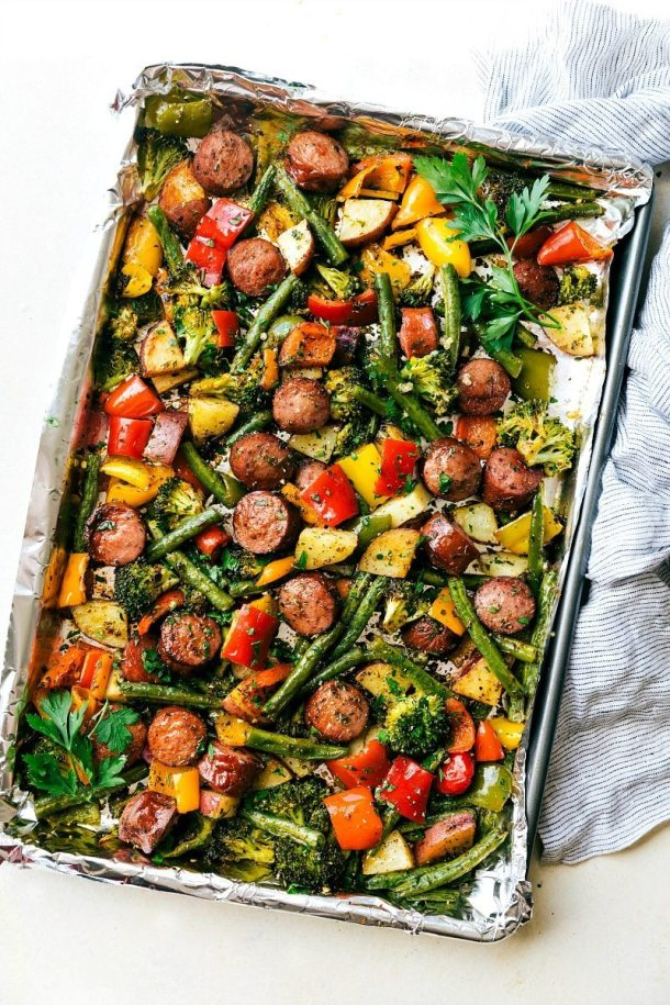 One Pan Healthy Sausage and Veggies | Today we are looking at 16 clean eating dinners that'll take 30 minutes to make. It's nice to have some quick and easy clean eating recipes like these that you can refer back to. These healthy meals take 30 minutes so you can enjoy the rest of your night full and satisfied. #xokatierosario #cleaneatingdinnerrecipes #healthymeals #30minuterecipes