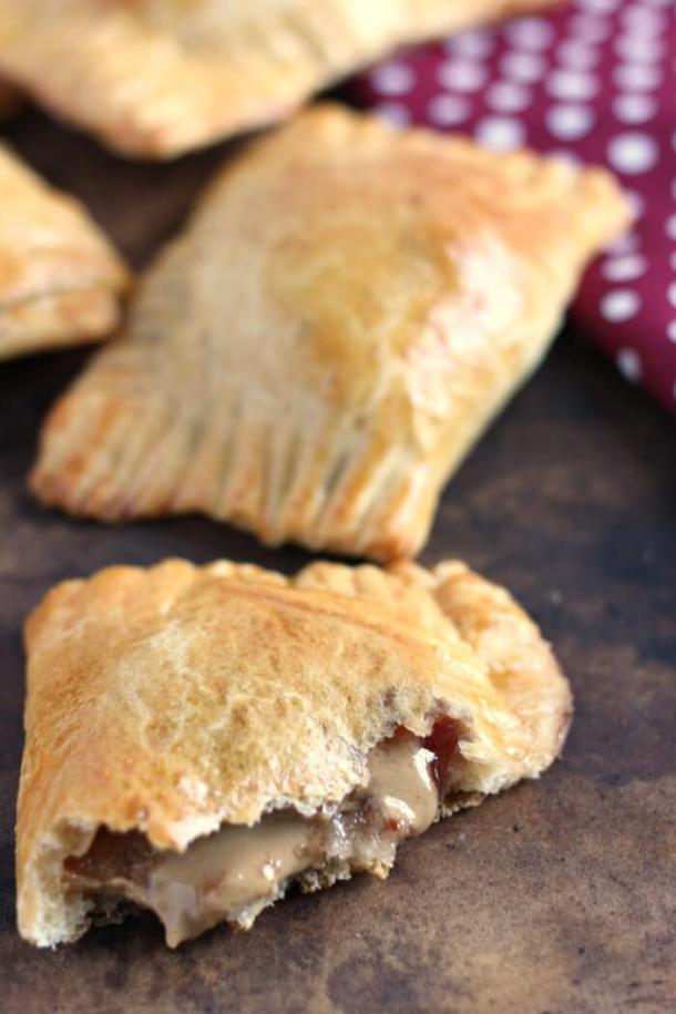 Peanut Butter and Jelly Hand Pies | Learn how these creative peanut butter and jelly recipes go beyond the classic sandwich. Choose from Peanut Butter and Jelly Cheesecake or Donuts to PB & J Muffins or Hand Pies. These peanut butter and jelly recipes make lovely desserts, snacks or anytime treats that you and your family will totally love! #xokatierosario #peanutbutterandjelly #pbjdesserts #easypb&jdesserts