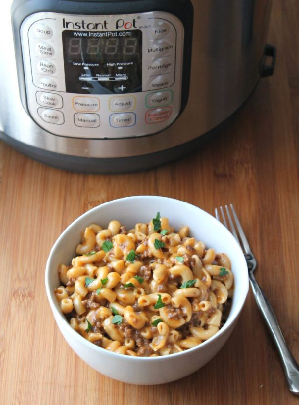 Instant Pot Cheeseburger Mac | Learn how to make easy pasta recipes you know and love in a one-pot wonder machine like the instant pot. These instant pot pasta recipes may seem too good to be true. With a little cleanup, you can have delicious soul-satisfying instant pot comfort food meals you can't wait to make. #xokatierosario #instantpotrecipes #instantpotpastarecipes #quickpastarecipes