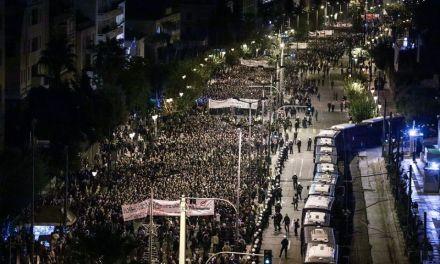Πολύ μεγάλη η συμμετοχή του κόσμου στην πορεία του Πολυτεχνείου (Video)