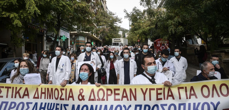 Απεργία / Στο δρόμο οι εργαζόμενοι – Συγκεντρώσεις και πορείες σε όλη τη χώρα